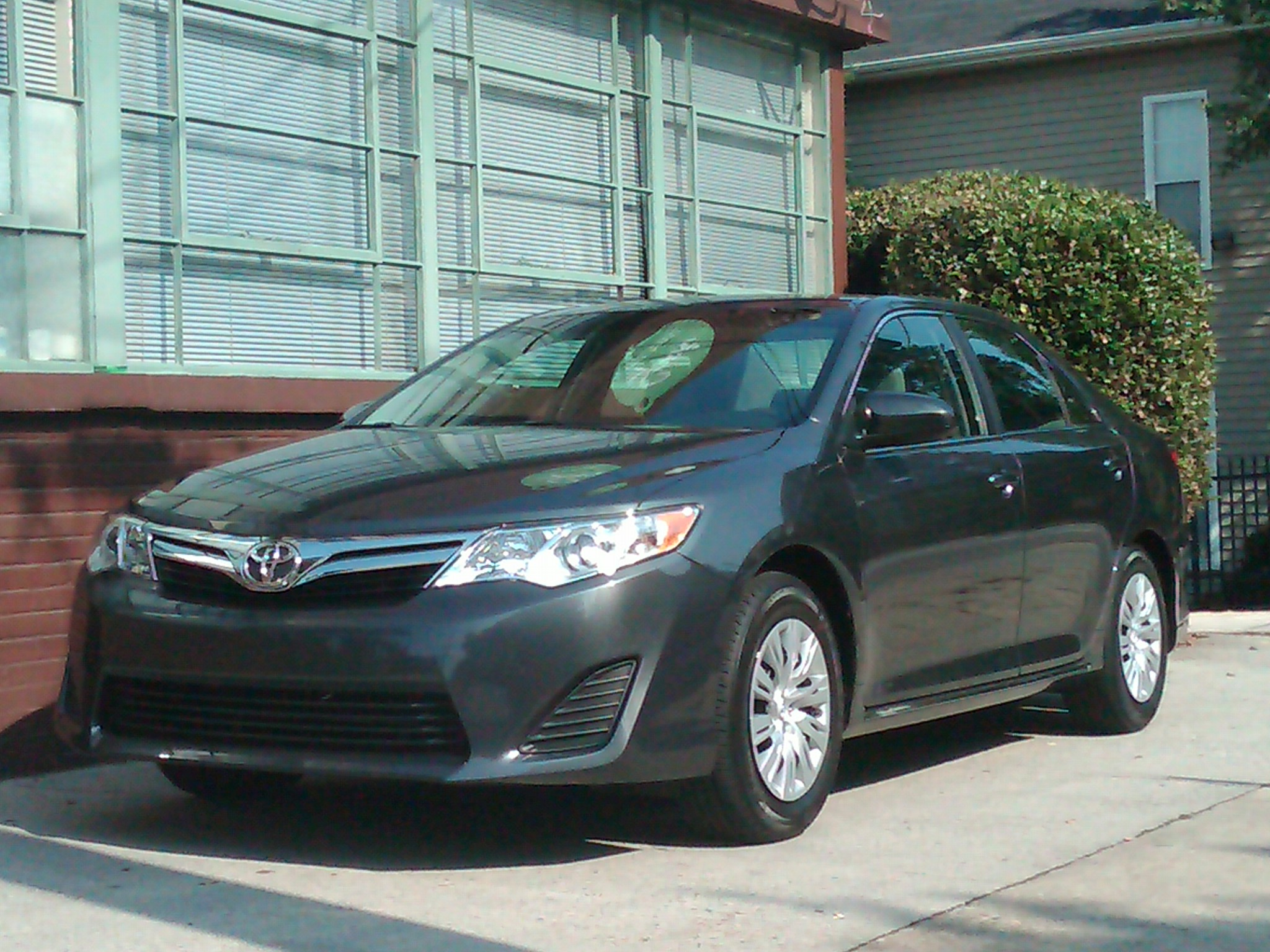 2012 toyota camry le first look nick palermo. Black Bedroom Furniture Sets. Home Design Ideas