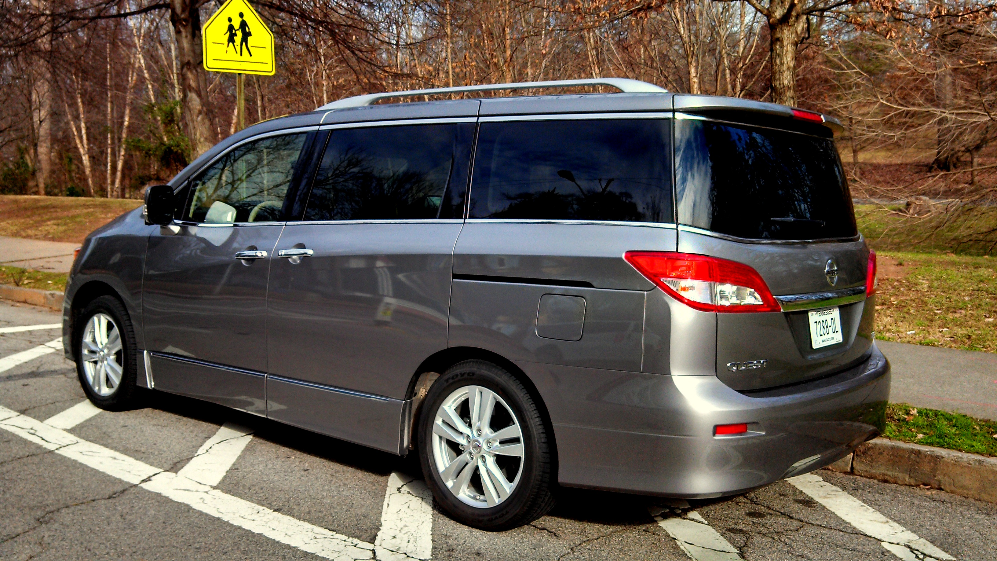 2013 Nissan Quest LE-001 - Living Vroom